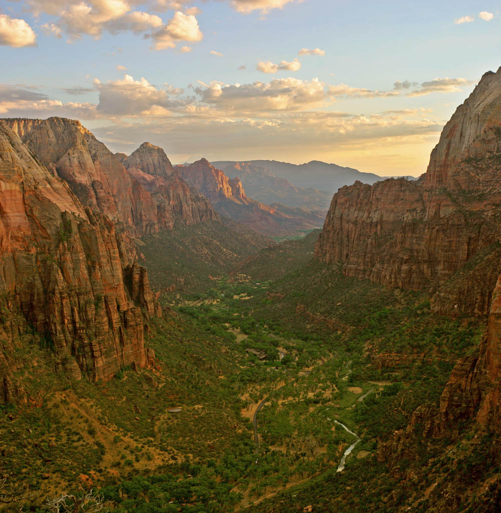 Zion_angels_landing_view